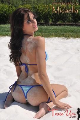 Alexandra Capriola hot bikini model booty