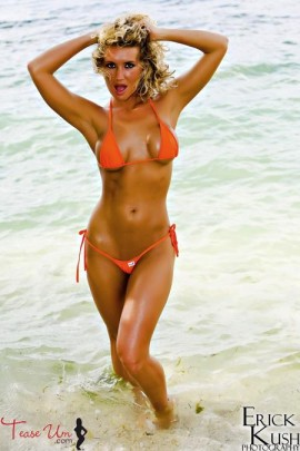 Amanda Nicole K sexy wet bikini model