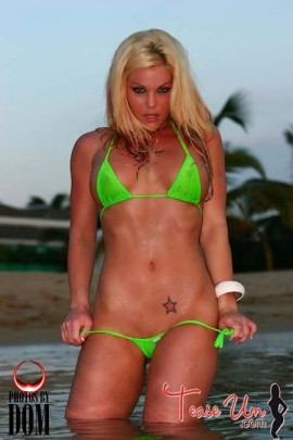 Brandyce Lee wet model in green bikini