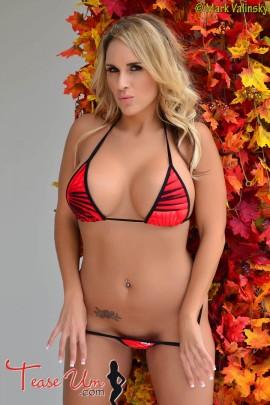 Brianna lean sexy bikini babe