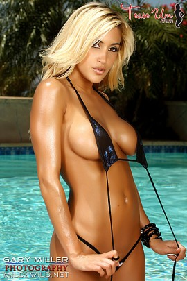 Claudia wet beautiful babe in the pool