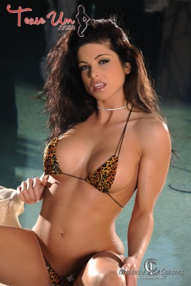 Diana Bello brunette model in hot bikini photos