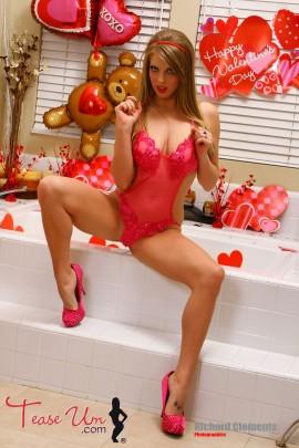 Jennifer Marie Sexy Bathtub Shoot