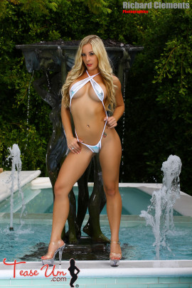 Kirra Kiss Jaw Dropping Hot In Silver