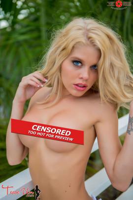 teaseum model lovely lexi topless model pics