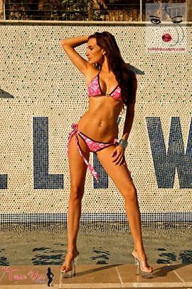 Melissa Teixeira sexy tanned bikini babe pic