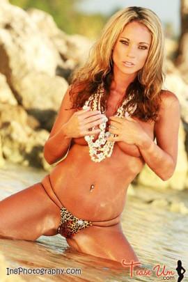 Missy Robinson hot pool babe tease pic