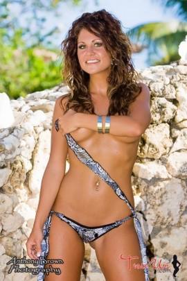 Nicole Mast hot babe hand bra pic