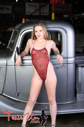 Payton Rain Super Hot Garage Girl
