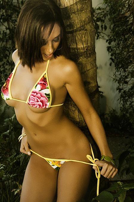 Alyssa sexy model in colorful bikini thumb 2