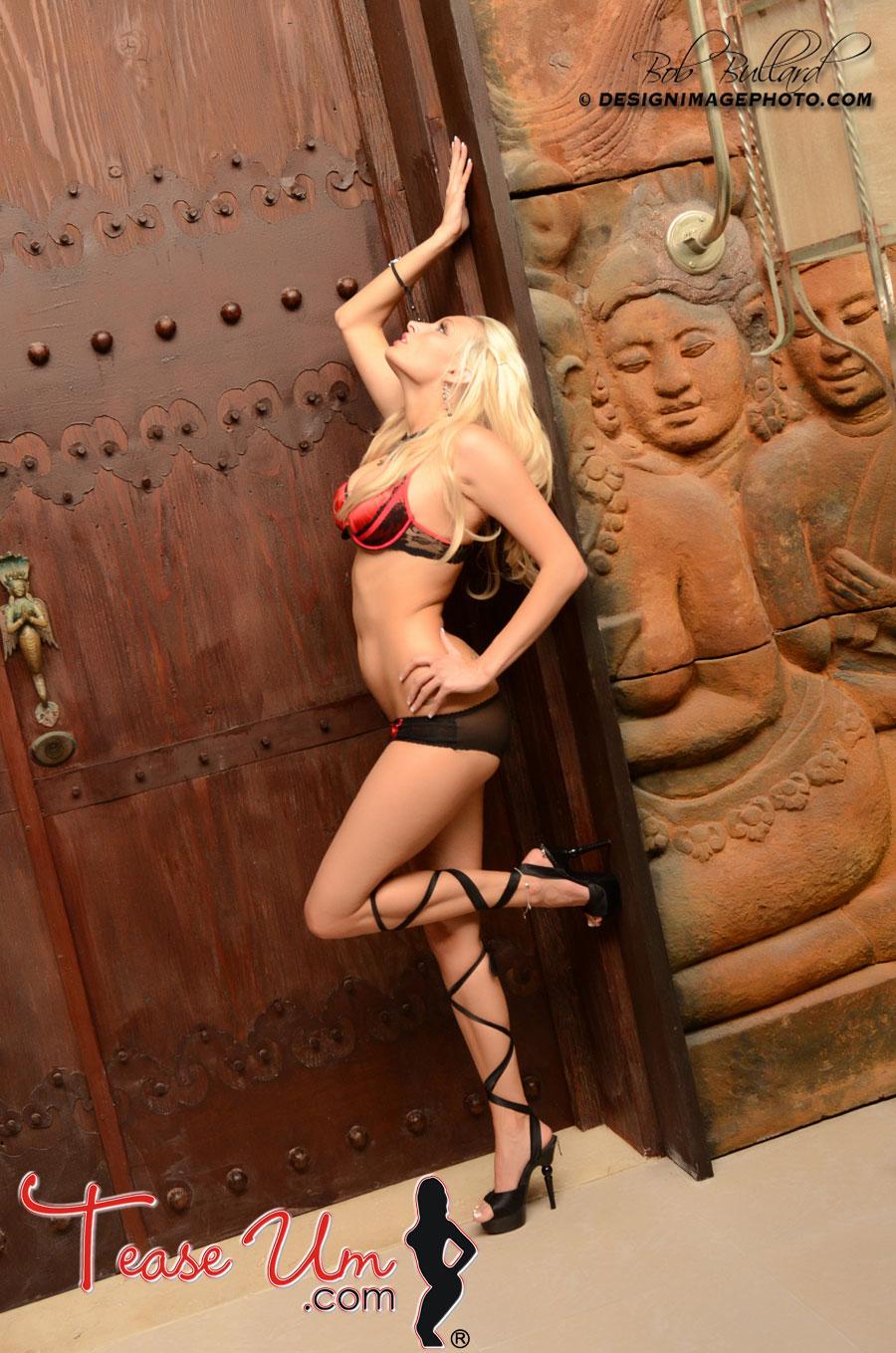 Melissa Teixeira sexy bikini babe tease pic thumb 1