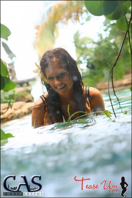 Nicole Mast beauty by the pool pic thumb 1