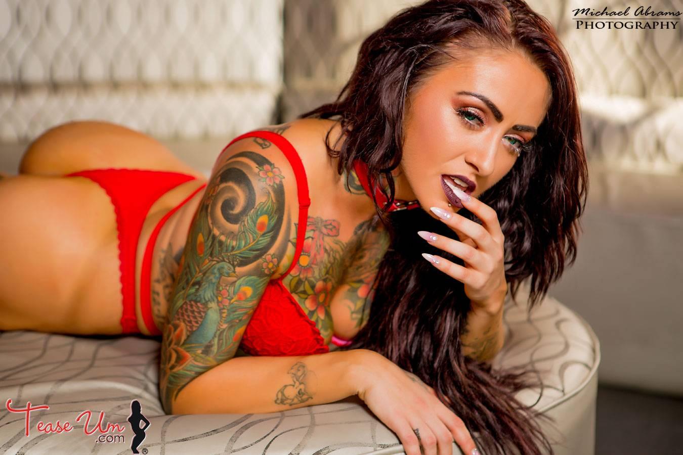 teaseum model tattooed trixie nude pics thumb 2