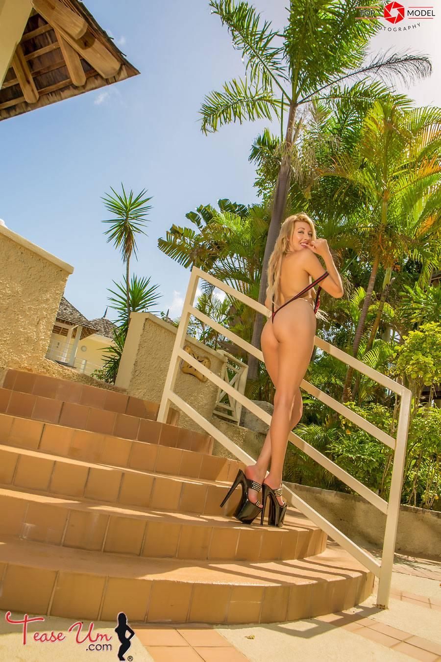 teaseum model lyndsey love nude slingshot pics thumb 2