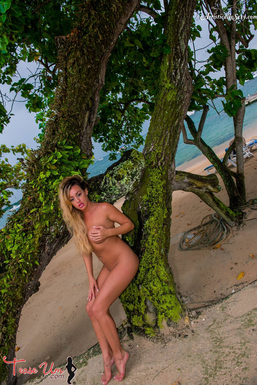 teaseum model Lilliana Chamberlin nudes on the beach thumb 1