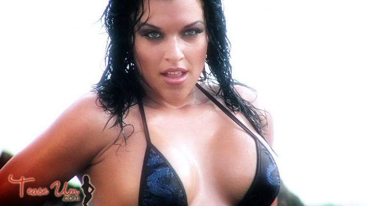 Soli Wet And Incredibly Hot Bikini Girl